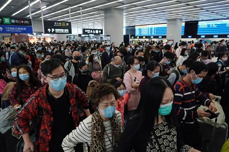 Покидать дом без маски - запрещено. Фото: insider.com