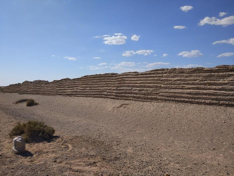 Руины Великой Китайской стены не просто отличить от природных форм рельефа